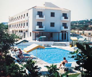 harrys hotel protaras